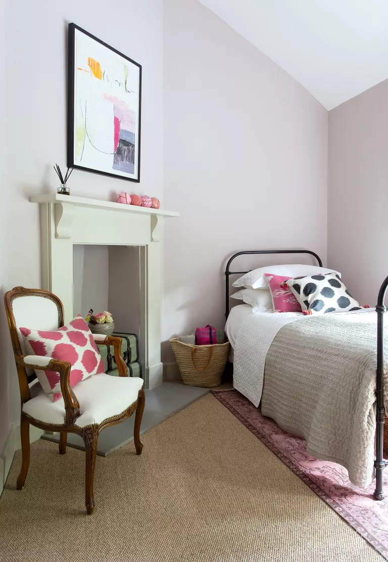 Cottage bedroom ideas - pink and green room in cottage bedroom style