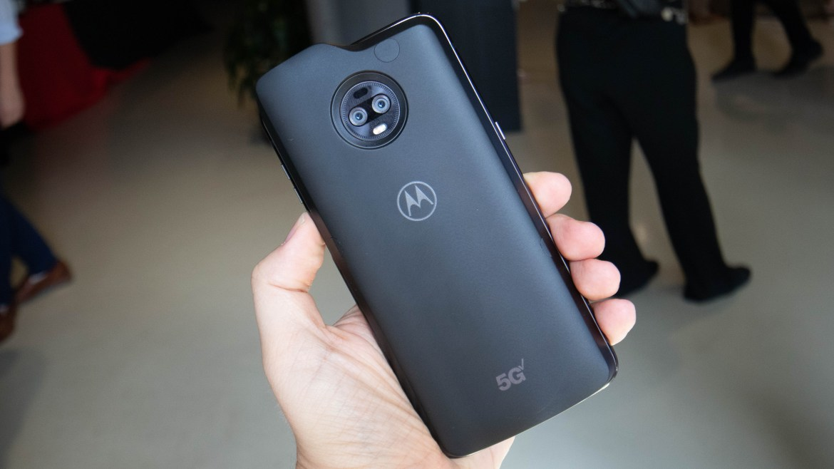 Moto Z3 is officially the first 5G phone in the world, beating Samsung by 2 days 1
