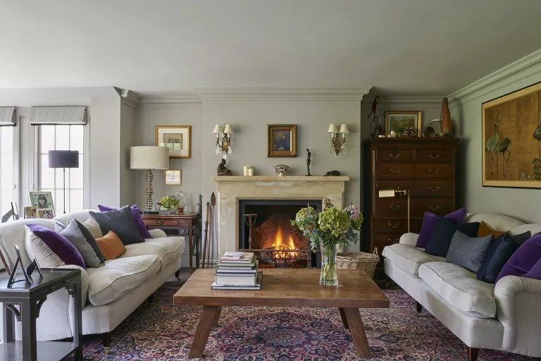 Cottage living room ideas – Living room with cream sofas and fireplace