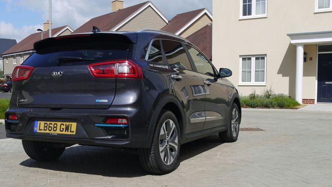 تفاصيل السيارة الكهربائية الجديدة (2019) Kia e-Niro 3