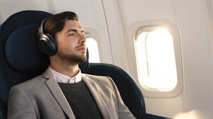 Can you use wireless bluetooth headphones on a plane