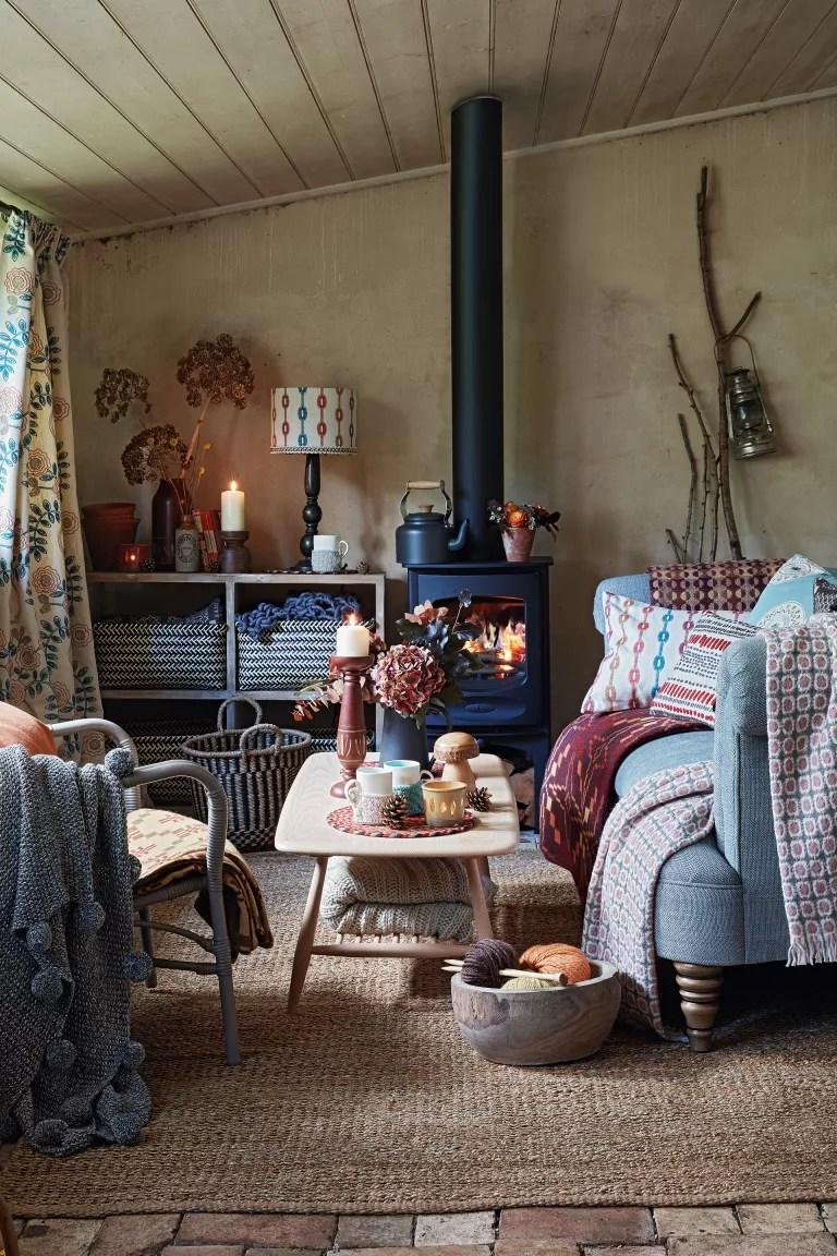 Cottage living room ideas – Cottage living room with log burner