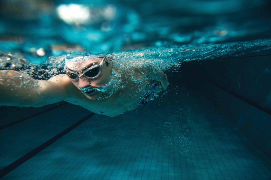 تفسير رؤية السباحة في المنام موسوعة