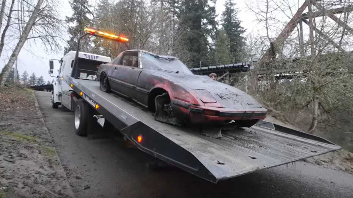 Mazda RX-7 found in a river