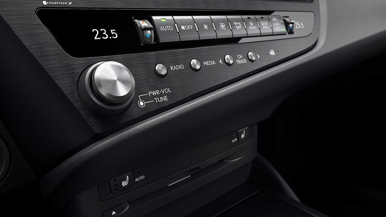 Lexus ES 2022 stereo controls