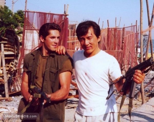 Scott Adkins e Jackie Chan, durante as filmagens de Espião por Acidente