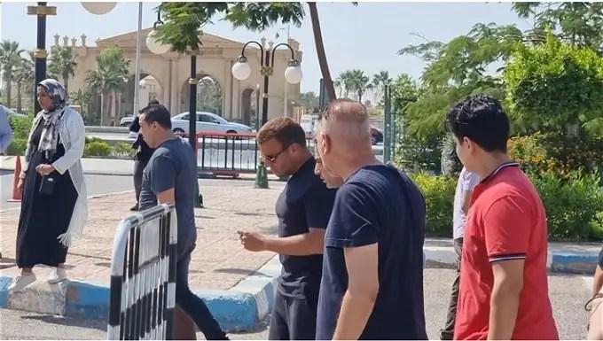 عاجل.. اول صور لـ جنازة شقيق رامي صبري .. رامي جمال ومحمد الشرنوبي يواسونه  - محتوى بلس