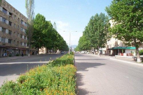 Stepanakert-road-P1003102.jpg (151 KB)