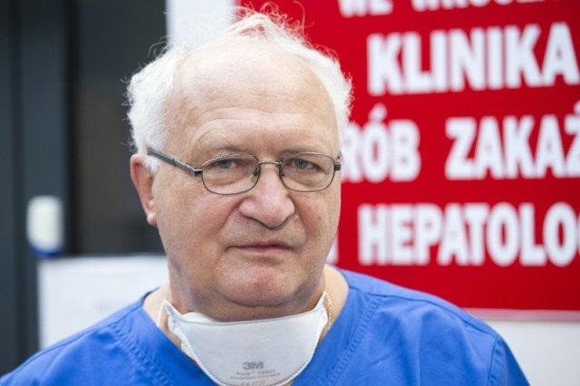 Profesor Krzysztof Simon z Wrocławia, stał się dla wielu Polaków autorytetem ws. pandemii.