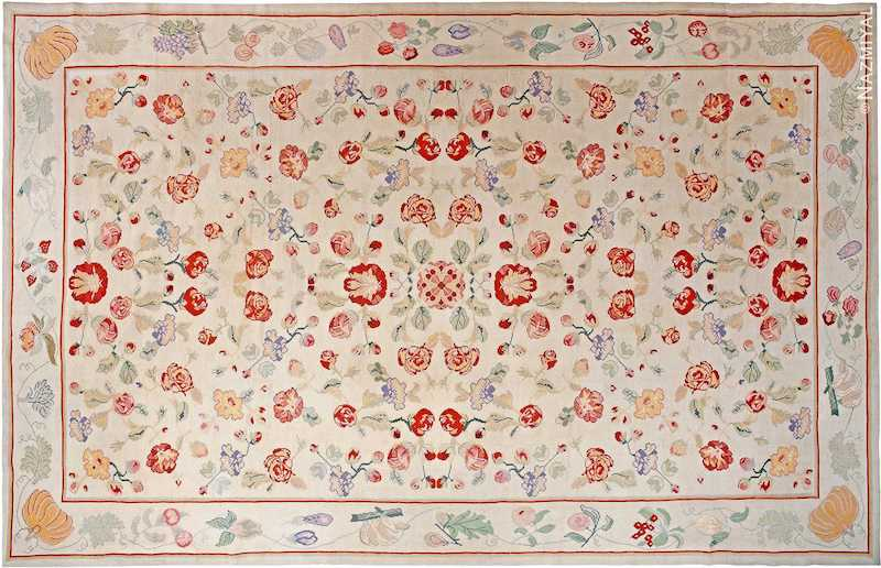 Alfombra portuguesa antigua floral de bordado Nazmiyal