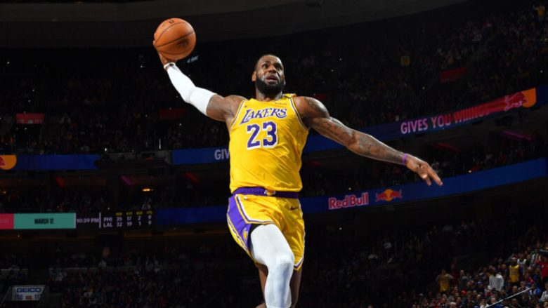 LeBron James extends, reportedly for two years, with Lakers | NBA.com