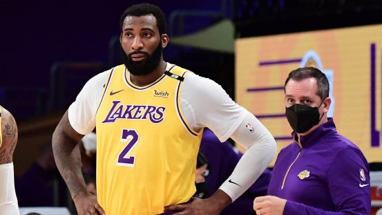 The Lakers cross Andre Drummond to play against the Heat