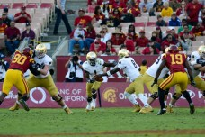 Irish sophomore quarterback Malik Zaire hands the ball off to running back Greg Bryant. Kevin Song | The Observer.