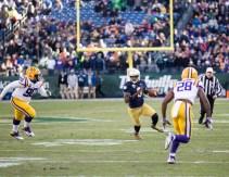 Irish quarterback Malik Zaire runs with the ball.