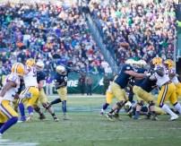 Irish quarterback Malik Zaire passes the ball.