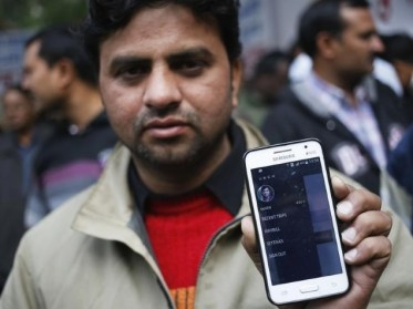 indian_taxi_driver_with_uber_app_reuters.jpg