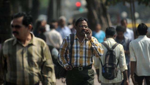man-talking-on-mobile-635.jpg