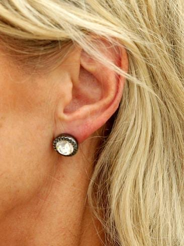 Cosmetic Surgery Procedure Sees Injections To Ears To