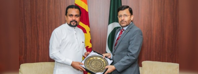 High Commissioner of Pakistan meets Minister of Industries Wimal Weerawansa