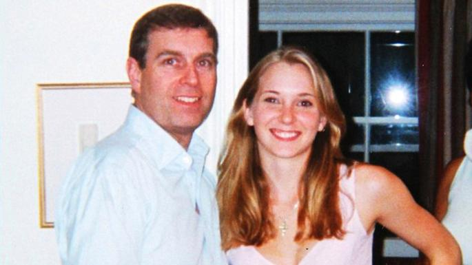 Prince Andrew mit Virginia Roberts, damals 17, im Jahr 2001. Er bestreitet, dass sie Sex hatten.