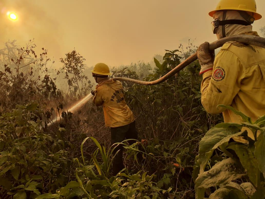 A fire in the the Pantanal region of Corumbá, generating immense environmental and public health damage. Ibama teams and other institutions fight fire fronts with great difficulty in moving.