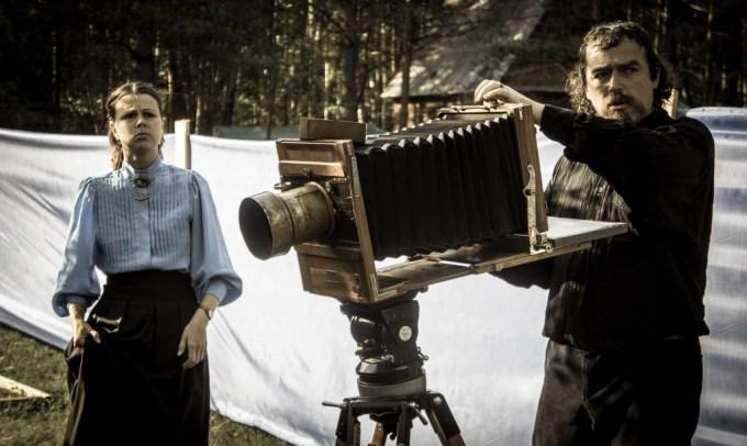 Photographers doing real analog photography (play, Erik Pihl).