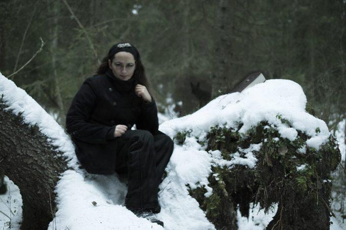 The author Elin Dalstål playing the nasty character Agnes. Photo by Emmelie Nordström, På Gott och Ont photoshoot 2016.