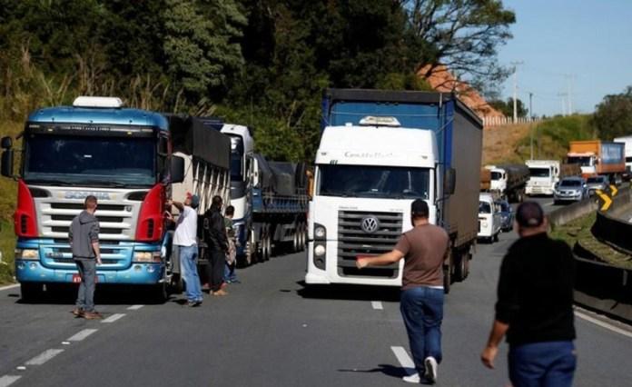 Greve nacional de caminhoneiros 21/05/2018 REUTERS/Rodolfo Buhrer - Foto: Roberto Carvalho