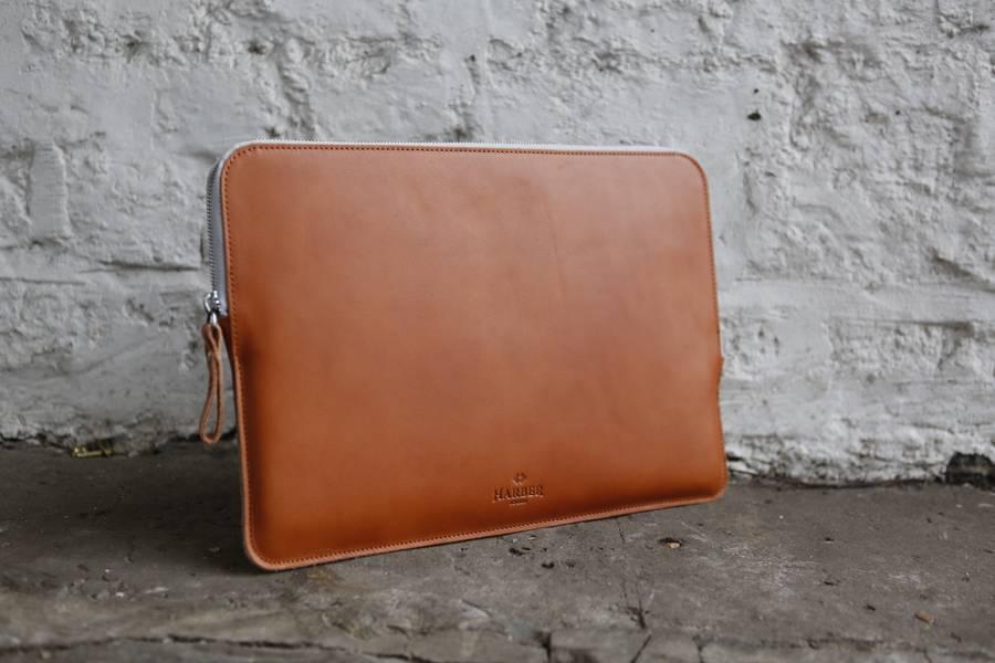 https://i2.wp.com/cdn.notonthehighstreet.com/fs/f5/cb/bd02-d639-4777-9cd6-1be774c4e43e/original_macbook-case-leather-folio-sleeve.jpg?w=1130&ssl=1