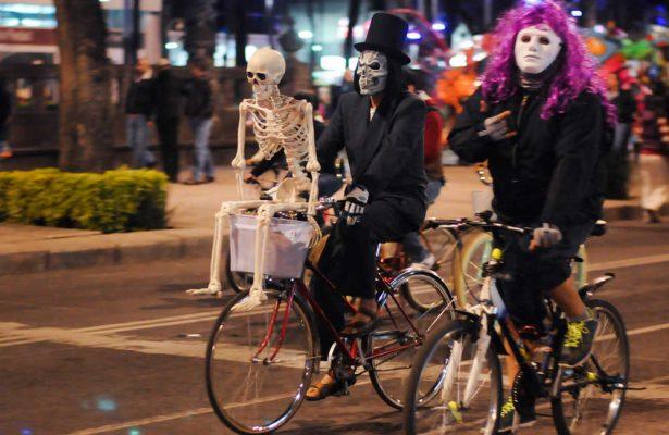 Asiste a la rodada nocturnade Día de Muertos