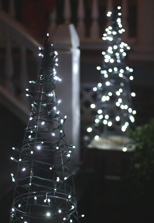 tomato-cage-christmas-trees