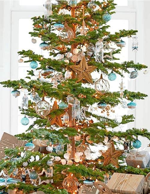 30 Brilliant Coastal Chic Christmas Tree Decorating Ideas