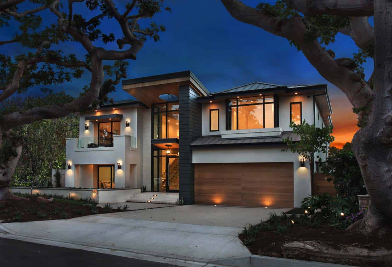 An Ultra Modern Home Infused With Warmth In Newport Beach