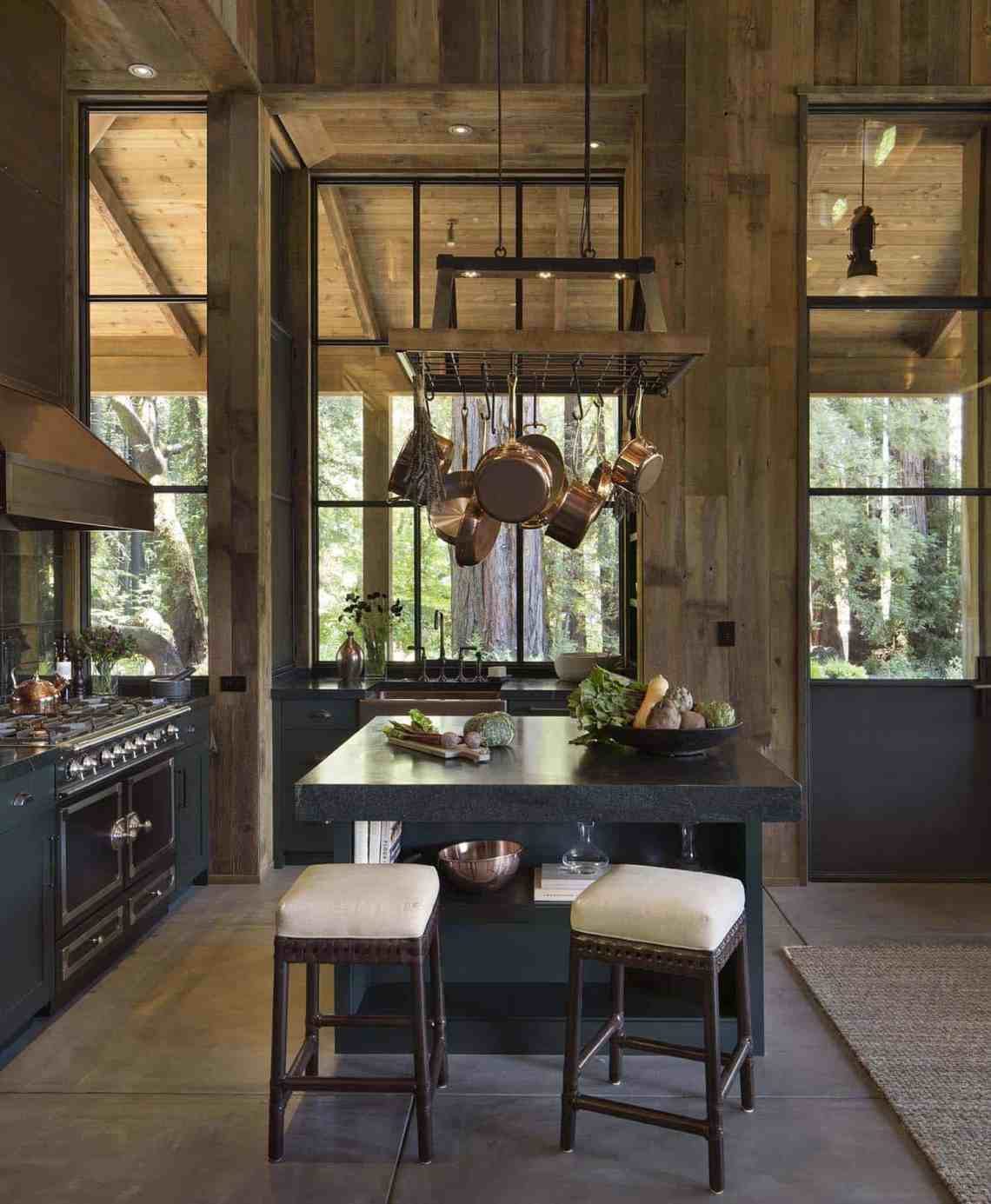 Small woodsy cabin features a cozy farmhouse style in Napa ...