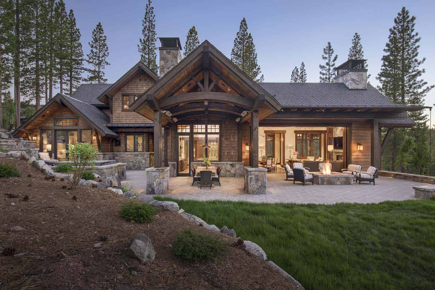 Gorgeous Rustic Mountain Retreat With Stylish Interiors In
