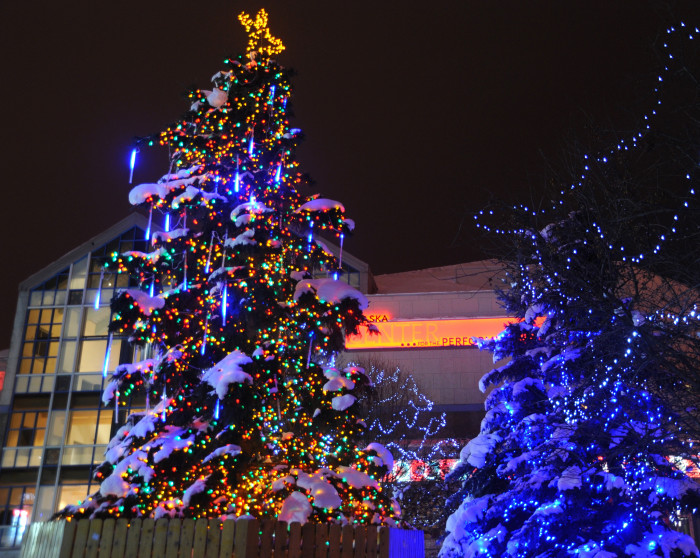 Here Are The 9 Best Christmas Displays In Alaska