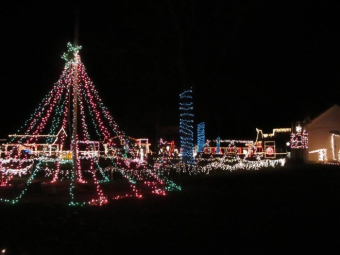 11 great christmas displays in west virginia