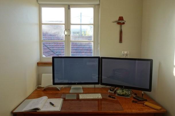 Настройка рабочей станции MacBook Air Geologist с двумя дисплеями Thunderbolt