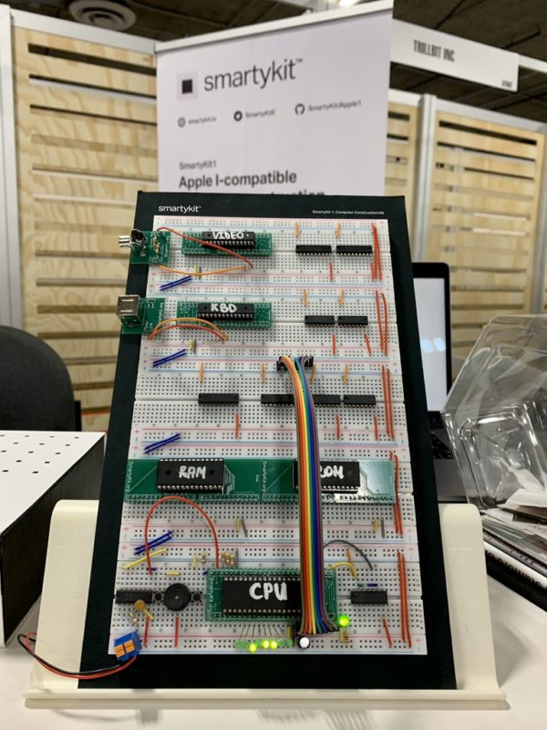 Реплика SmartyKit Apple I на выставке CES