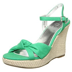 These green wedges are perfect for a day or just laying out in the sun with someone you love. Not to shabby with 4 in heels, but just in case your worring about falling right off (I know I would be! Heck, Im scared just thinking about it!) theres an ankle strap to hold you in.