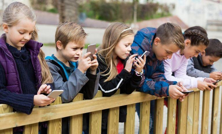 Αποτέλεσμα εικόνας για 7 στα 10 παιδιά κάνουν χρήση των social media σε μη επιτρεπτή ηλικία