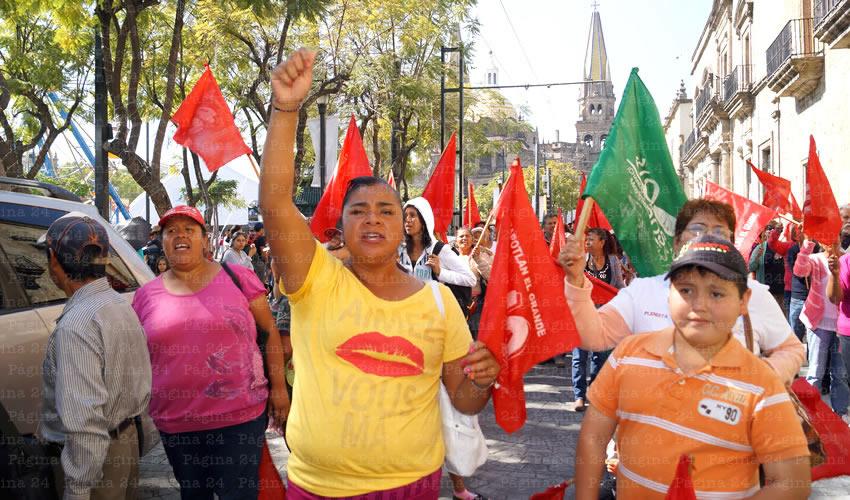 Más de 200 manifestantes llegaron de Zapotlán para manifestarse en la capital; en aquel municipio tienen ya dos años exigiendo lo que les habían prometido a cambio de votos: predios para construir sus casas/Fotos: Francisco Tapia