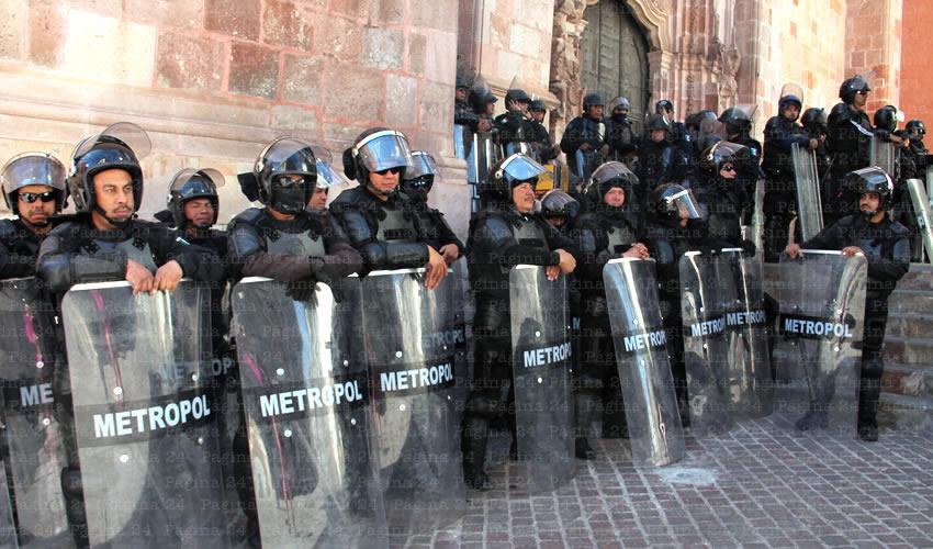 La policía estatal se hizo presente en el congreso del estado para impedir cualquier acto de violencia