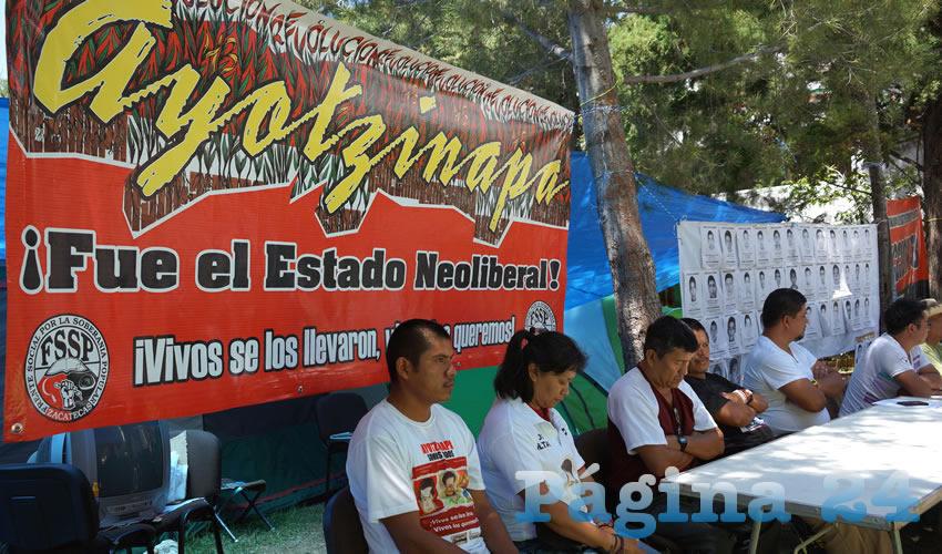 Familiares de los 43 estudiantes arribaron a Zacatecas como parte de las caravanas informativas (Foto: Merari Martínez Castro)