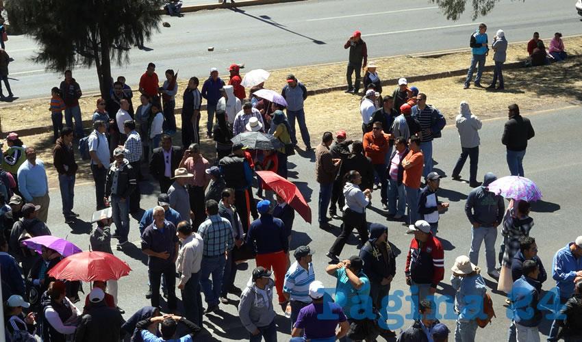 Otra vez, los profesores integrantes del MDMZ desquiciaron las arterias viales de la zona conurbada Zacatecas-Guadalupe provocando toda una tarde de congestionamiento vial (Fotos: Merari Martínez Castro)