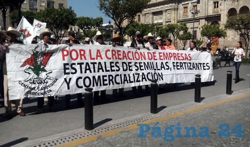 Los campesinos exigieron que se mantengan los apoyos prometidos y que no se repartan a grandes empresas, sino a cooperativas y pequeños productores/Fotos: Francisco Tapia