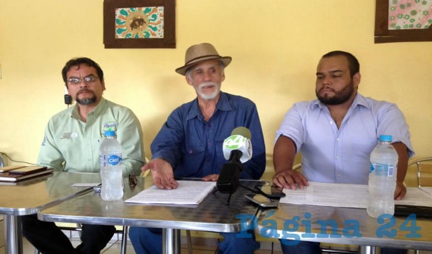 Pedro León Corral, apoderado de los afectados, aseguró ayer que la complicidad que se da entre los funcionarios ha sido ya denunciada ante las autoridades mismas, y que se han violado incluso amparos obtenidos por el acoso en contra de al menos a 40 personas del ejido