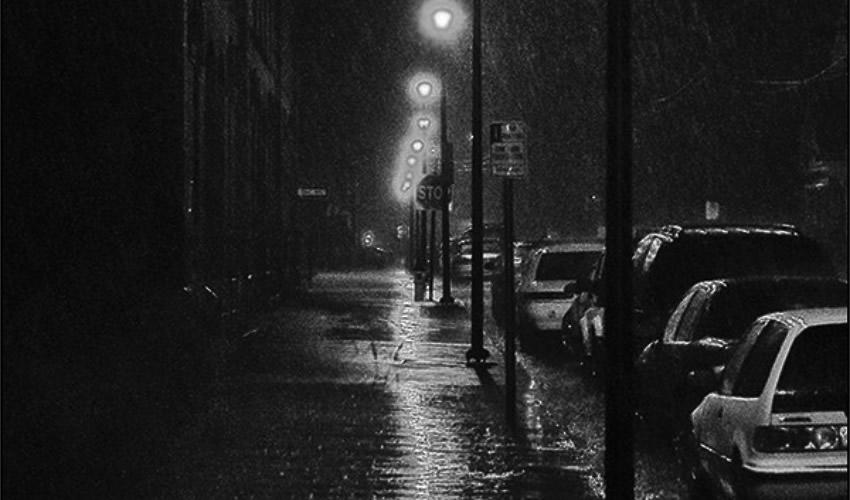 """""""...la oscuridad y el agua son dos elementos que invitan al ente incómodo llamado recuerdo"""""""