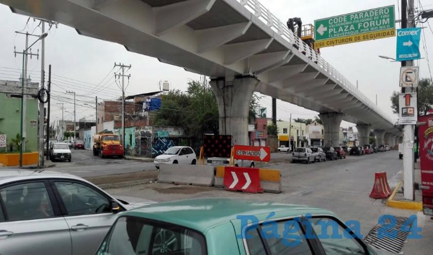 Hasta 80 por ciento han bajado las ventas de los comercios ubicados sobre avenida Revolución, en Tlaquepaque, debido a las obras de la línea 3 y los constantes cortes a la circulación, además de las modificaciones a las rutas del transporte público/Foto: Francisco Andalón López