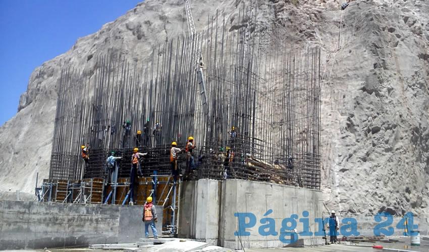 Activistas que exigen que la cortina de la presa El Zapotillo se mantenga en 80 metros advirtieron que interpondrán los recursos necesarios para evitar que la obra crezca a 105 metros de altura y termine inundando sus poblados para dar agua a Guanajuato/Foto: Archivo Página 24